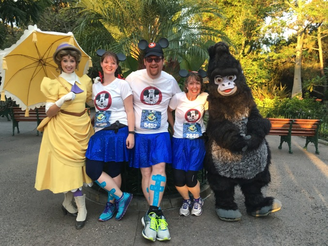 Notice the great tropical feeling backdrop (right near Adventureland Entrance) that they had for this character stop!